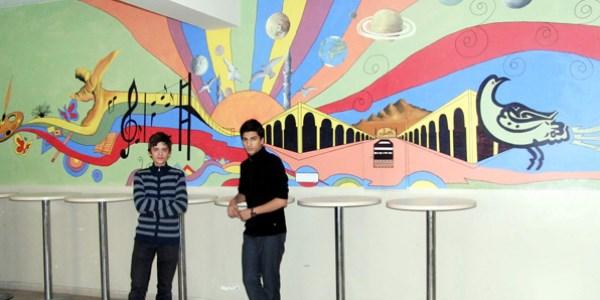 Okul Duvarlarını Sanat Galerisine çevirdiler Memurlarnet
