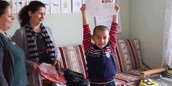 Akhisar'da evde e�itimin alan ��renciler ilk karnesini ald�