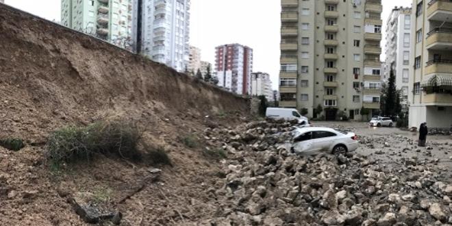 Merkez Haberleri: Karabükte istinat duvarı çöktü, 4 otomobilde hasar oluştu 5