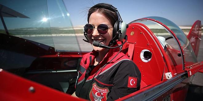 Türkiye'nin tek sivil kadın akrobasi 'pilotu'