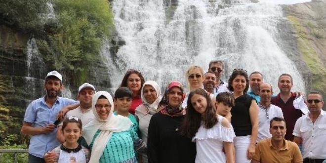 'Tortum Şelalesi' yerli turistlerin akınına uğradı ile ilgili görsel sonucu