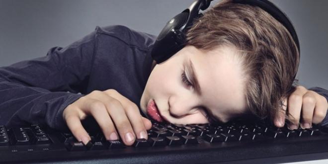 Her yıl yüzlerce çocuk internet bağımlısı oluyor - Memurlar.Net