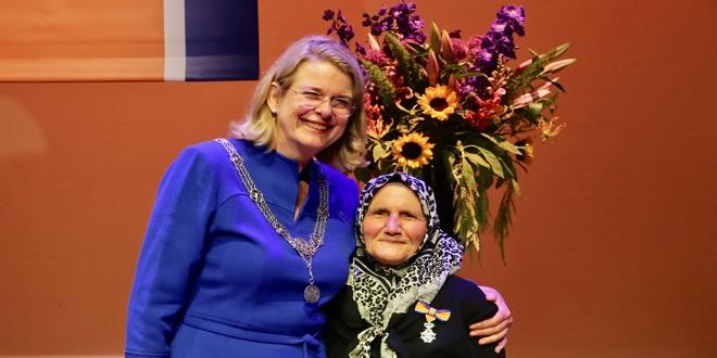 Hollandada 82 Yaşındaki Türke Kraliyet Nişanı Verildi Memurlarnet