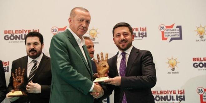 Erdoğan'dan Belediye Başkanı Arı'ya ödül - Memurlar.Net