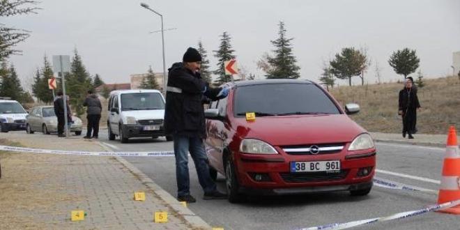 Erciyes Universitesi Hukuk Fakultesi Onunde Silah Sesleri Memurlar Net