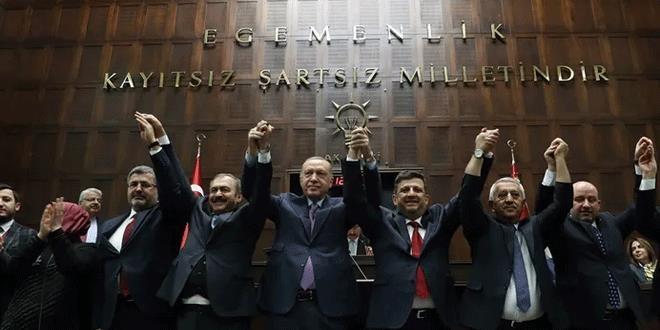 2'si Saadet Partili 5 Belediye Başkanı, AK Parti'ye geçti