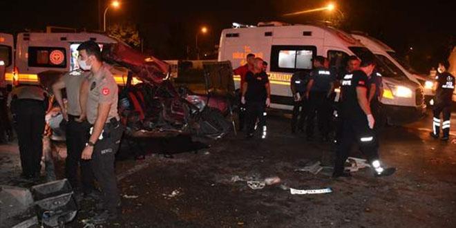 Adana'da otomobil ile midibüs çarpıştı: 2 ölü, 4 yaralı - Memurlar.Net