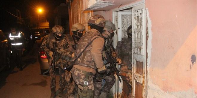 Komiserli, polisli organize suç örgütüne dev operasyon - Memurlar.Net