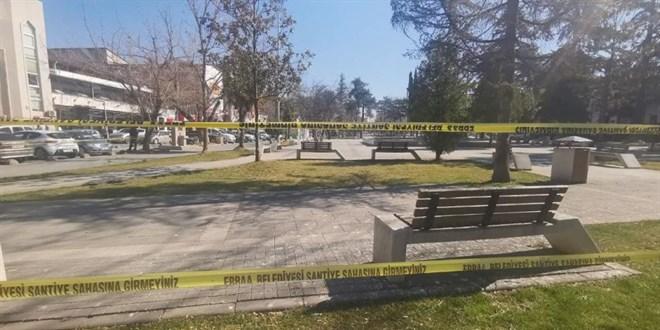 Mutant virüs vakalarının arttığı ilçede parklar kapatıldı - Memurlar